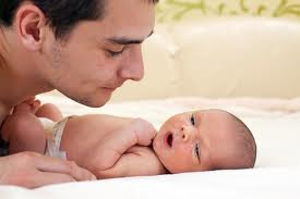 gravidanza-nascit-primi-mesi-bambino-papà